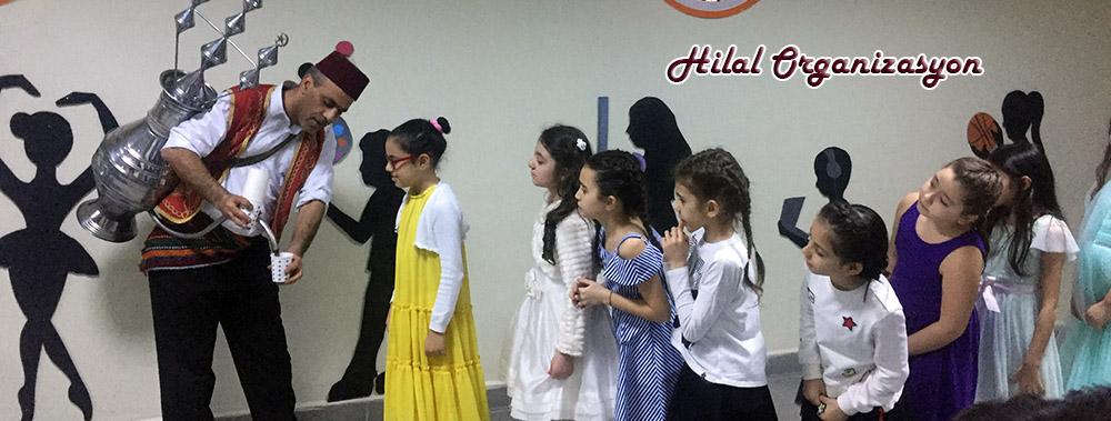 osmanlı şerbetçileri şerbet dağıtıyor