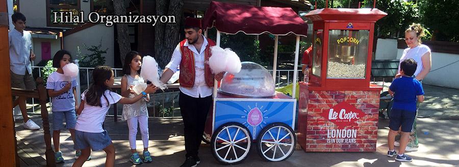 pamuk şeker arabaları ile pamuk şekeri ikramı